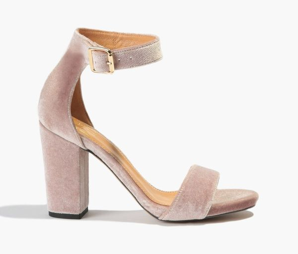 Różowe sandały na obcasie – nasz must have na wiosnę/lato
