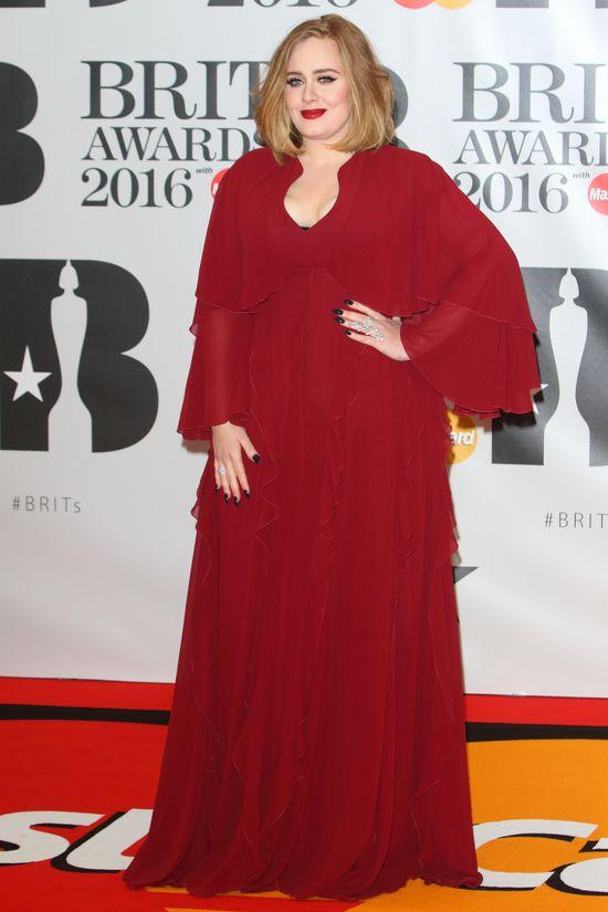 Adele, to ty?! Nie macie szans rozpoznać jej w urodzinowym wydaniu (FOTO)