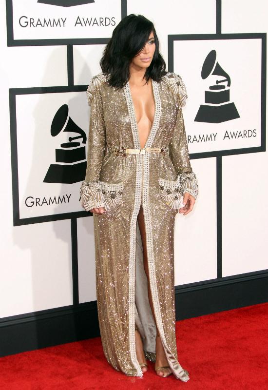 Kim Kardashian kopiuje Rihannę? Pozuje w błyszczącym kombinezonie Gucci