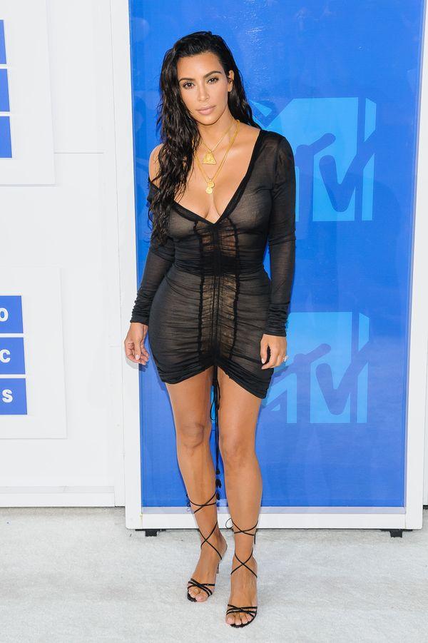 Hailey Baldwin pożyczyła sukienkę od Kim Kardashian? (FOTO)