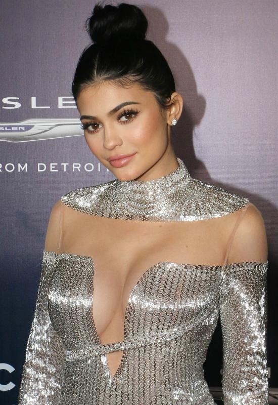 Kylie Jenner rozwścieczyła beauty vlogerkę. Jackie Aina sugeruje celebrytce...