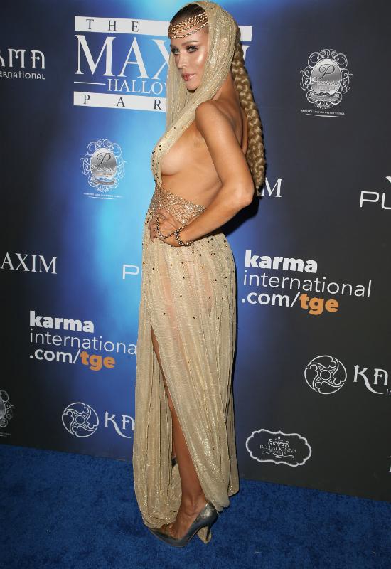 Joanna Krupa pokazała piersi na imprezie Halloweenowej. Przesadziła?