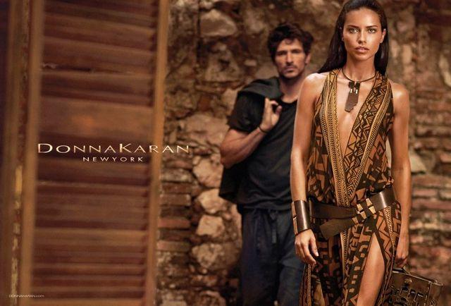 Adriana Lima ponownie w kampanii Donny Karan (FOTO)