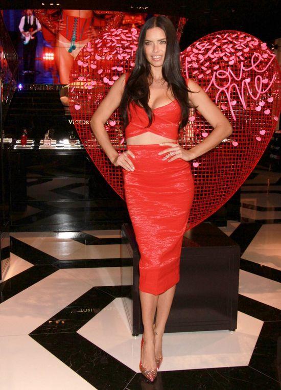 Adriana Lima nadal kusi dla Victoria's Secret (FOTO)