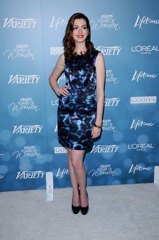 Anne Hathaway w sukience od Erdem