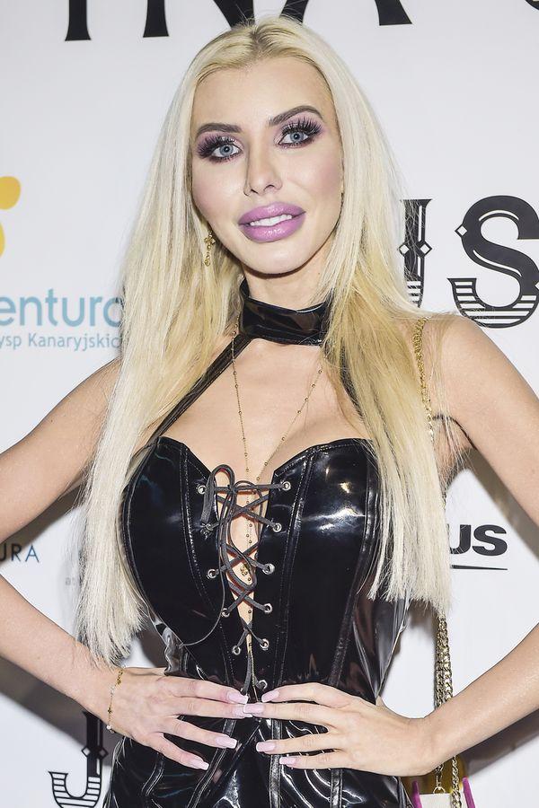 Polska Barbie, Anella, na ściance wygląda o wiele normalniej niż na Insta?