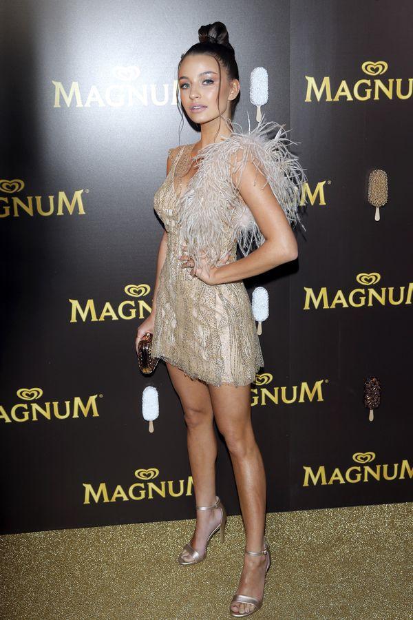 WOW! Julia Wieniawa mierzy... suknie ślubne! Wygląda BOSKO! (FOTO)