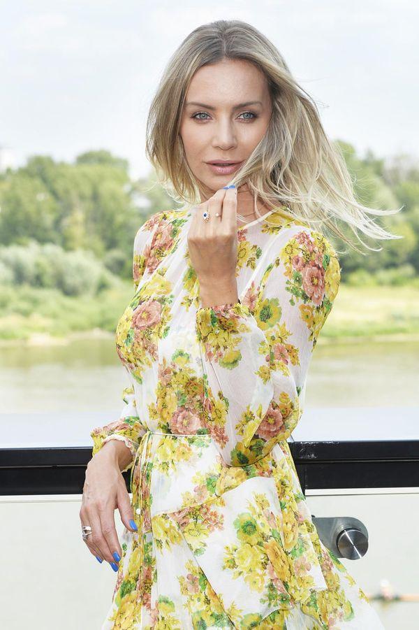 Zachwycająca Agnieszka Szulim i paznokcie w kolorze okrzykniętym hitem wakacji!