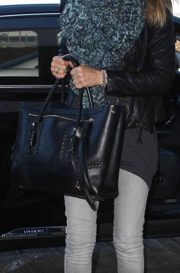 Jessica Alba w skórzanej ramonesce