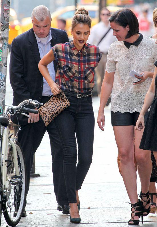 Jessica Alba w koszuli Skies Are Blue(FOTO)