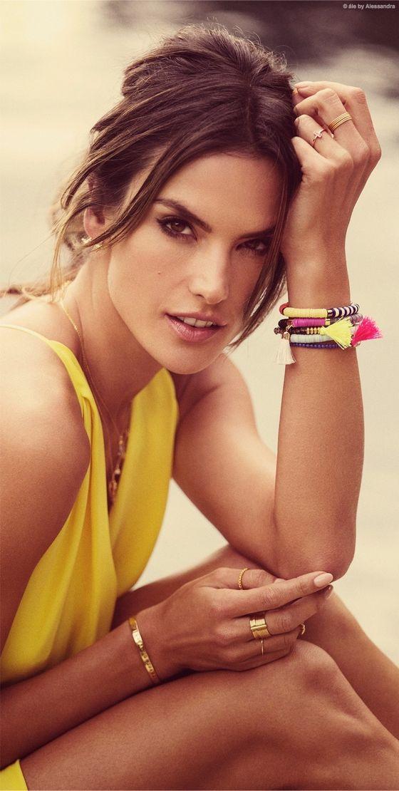 Alessandra Ambrosio prezentuje swoją biżuterię na lato