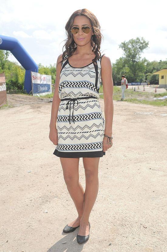 Aleksandra Szwed we wzorzystej sukience KAP