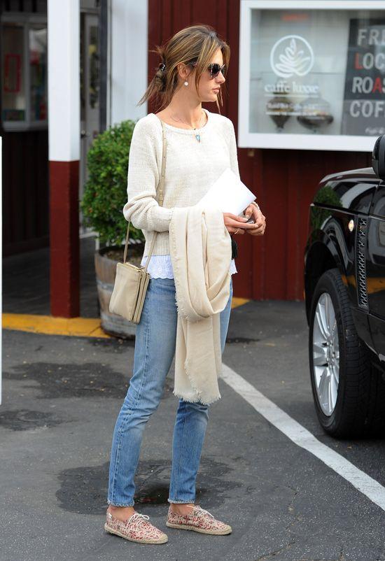 Alessandra Ambrosio - mistrzyni stylu codziennego (FOTO)
