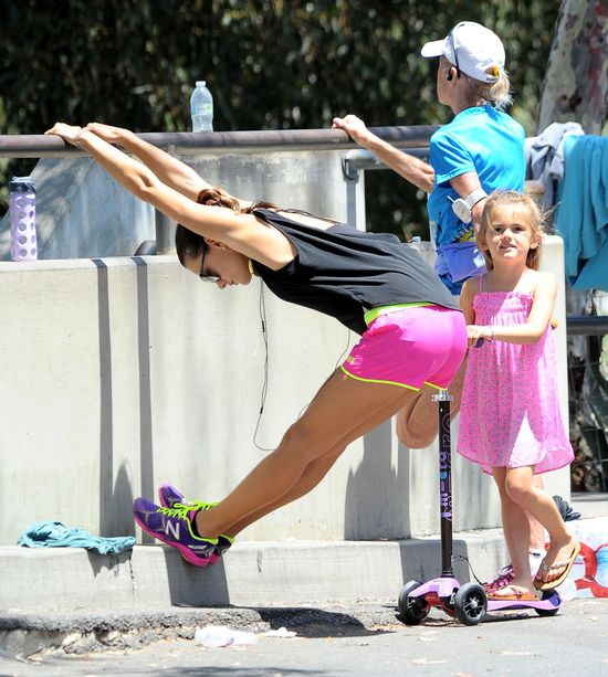 Te gwiazdy, celebrytki  i modelki regularnie ćwiczą! (FOTO)