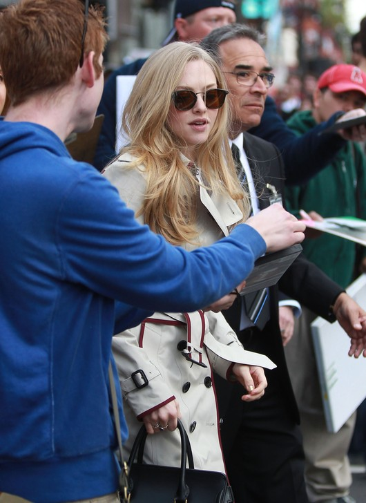 Amanda Seyfried w Burberry (FOTO)