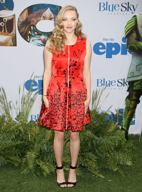 Amanda Seyfried w sukience marki Preen (FOTO)