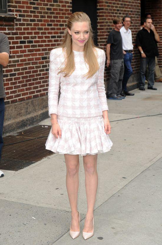 Amanda Seyfreid w sukni Givenchy i Balmain