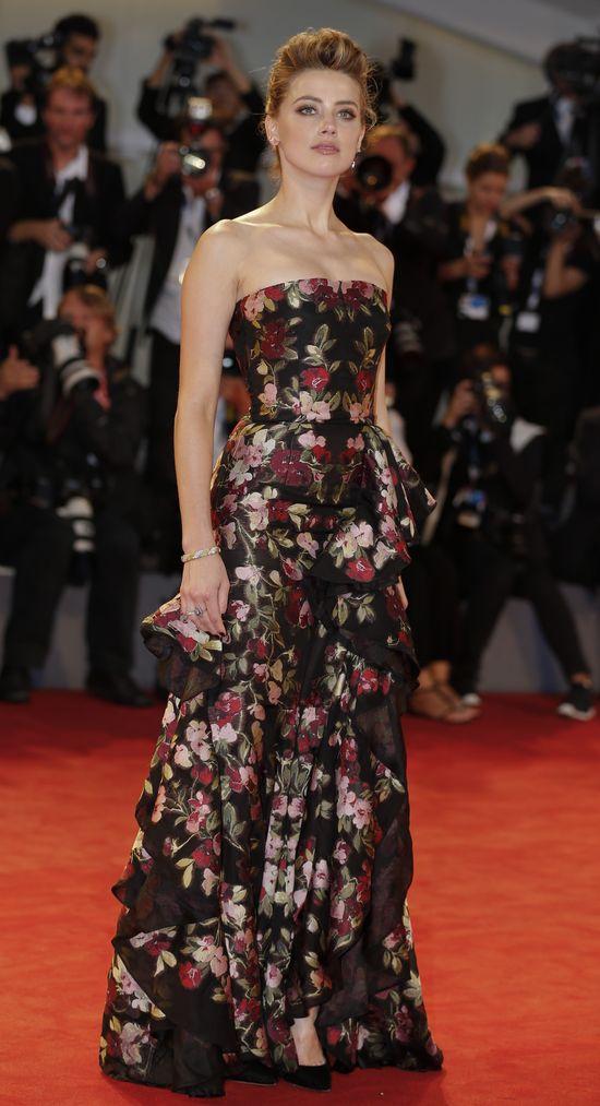 Bezkonkurencyjna Amber Heard na Festiwalu w Wenecji (FOTO)