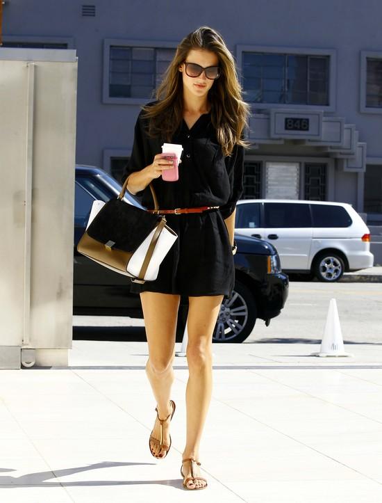 Alessandra Ambrosio w czarnej tunice
