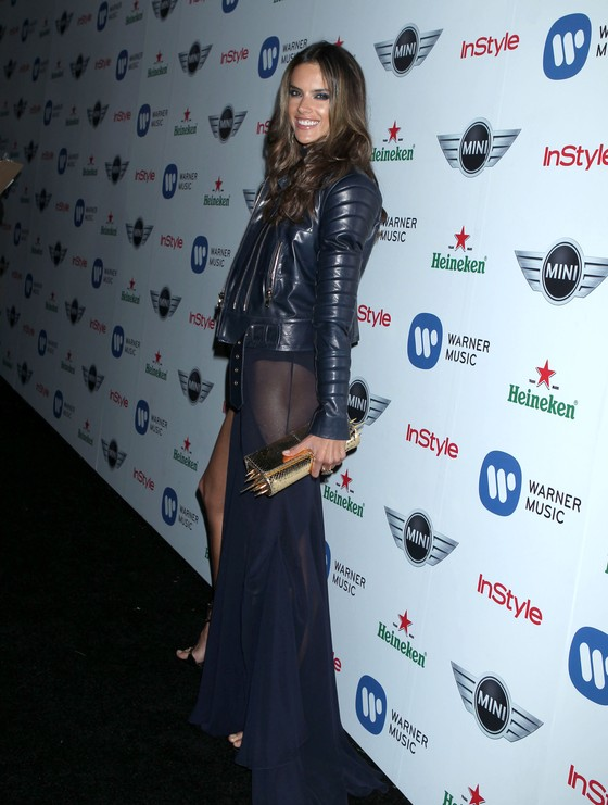 Alessandra Ambrosio w odważnej sukience