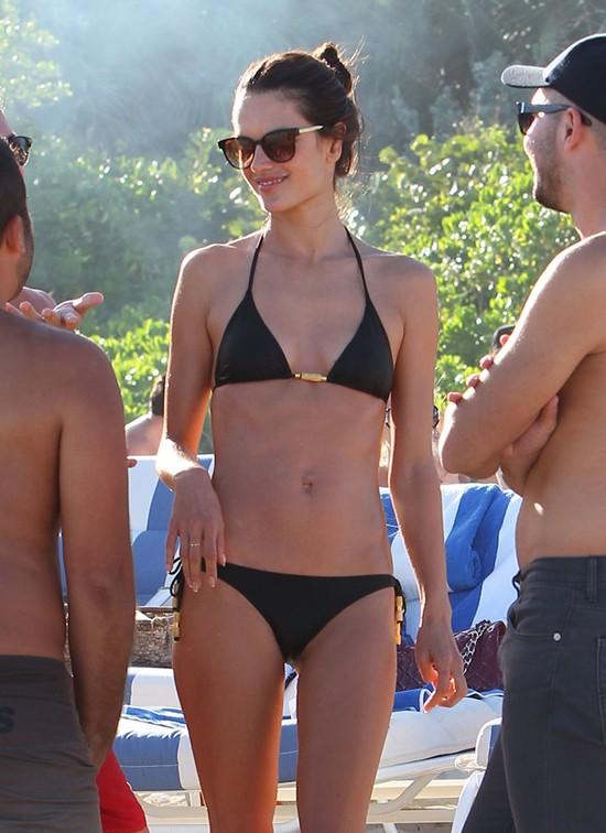 Alessandra Ambrosio jednak powiększyła piersi? (FOTO)
