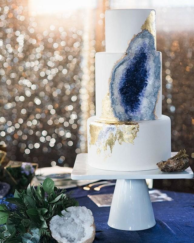 Ametystowy tort ślubny, na punkcie którego szaleją panny młode