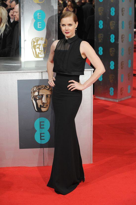 Amy Adams w czerni na gali BAFTA 2014 (FOTO)