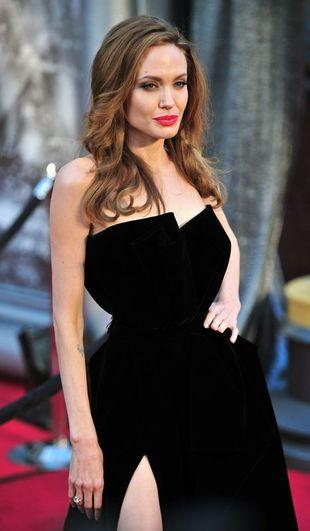 Angelina Jolie w sukni od Versace (FOTO)