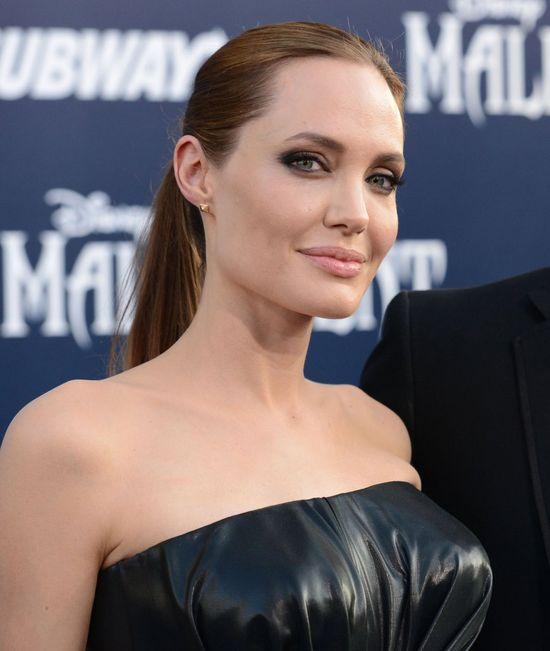 Co się dzieje z urodą Angeliny Jolie? (FOTO)