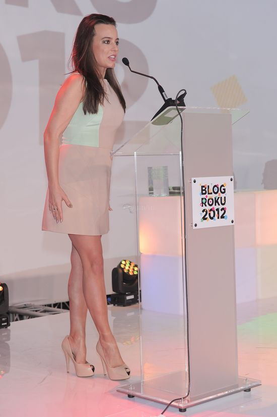 Anna Mucha - pastele plus fioletowa szminka (FOTO)