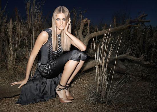 Constance Jablonski jako królowa nocy w kampanii Animal