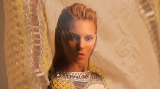 Anja Rubik za kulisami sesji dla Vogue Turkey