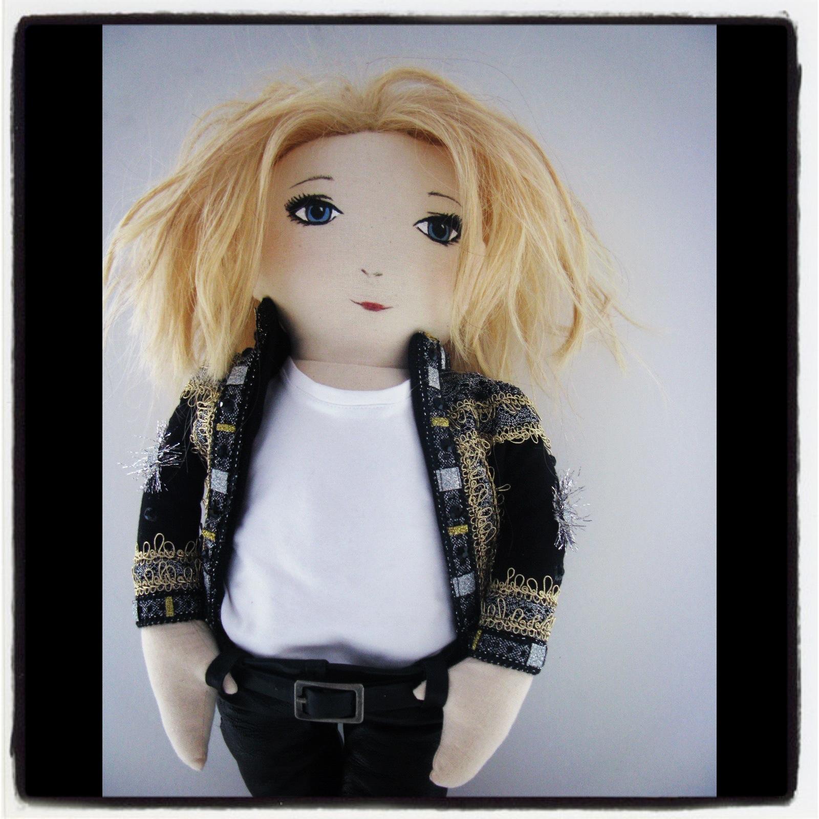 Anja Rubik  zaprojektowała lalkę dla UNICEF (FOTO)