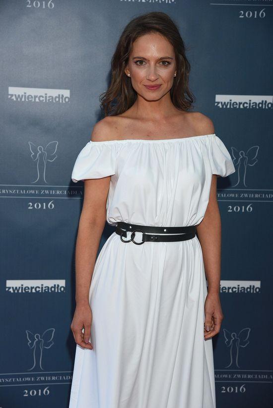 Nie macie pomysłu na styliację z białą sukienką? Popatrzcie na Annę Cieślak