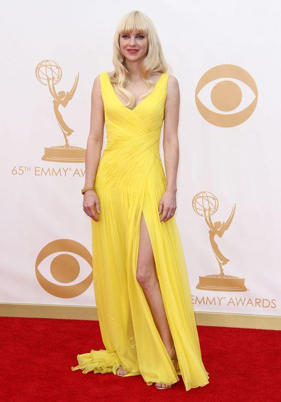 Anna Faris w żółtej kreacji Monique Lhuillier (FOTO)