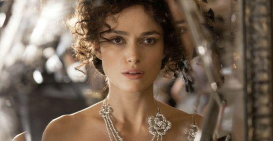 Anna Karenina nosi kreacje od Diora i biżuterię od Chanel