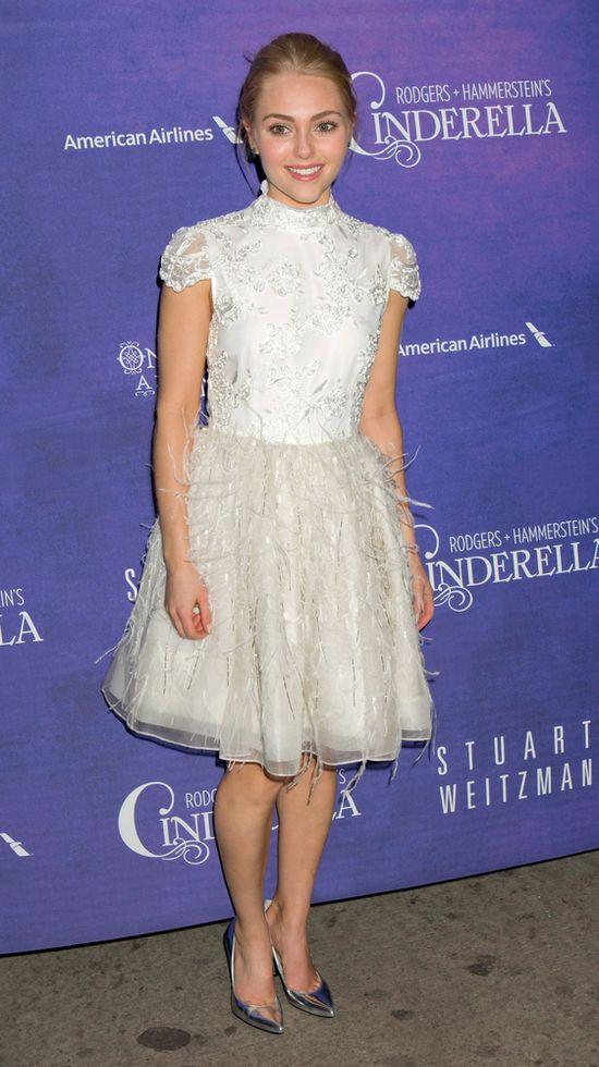 AnnaSophia Robb w romantycznej sukience Alice + Olivia