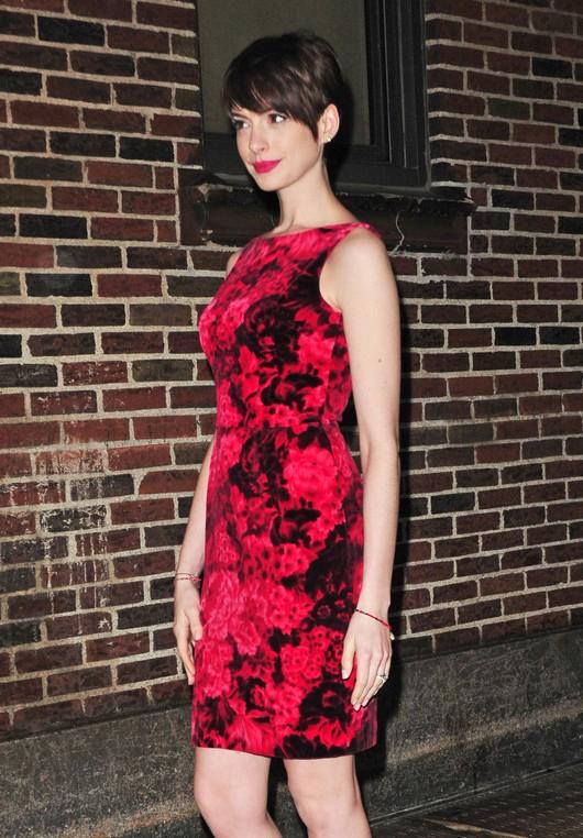 Anne Hathaway w sukience w kwiaty (FOTO)
