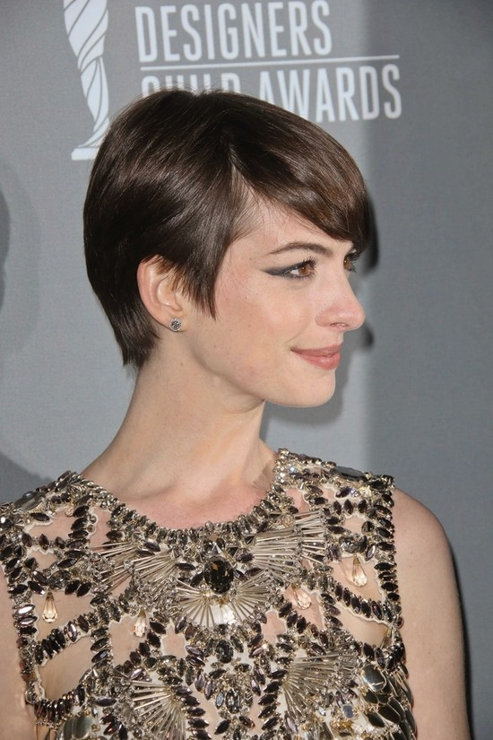 Anne Hathaway w sukience Gucci (FOTO)