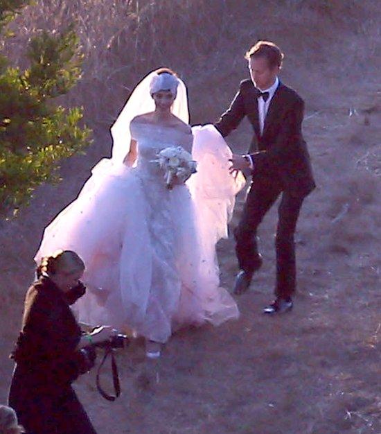 Anne Hathaway powiedziała TAK w sukni od Valentino!