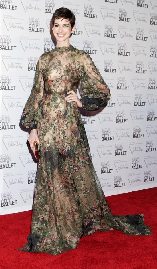 Anne Hathaway na okładce grudniowego Vogue US