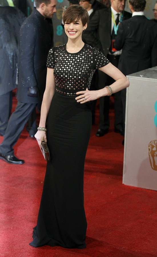 Anne Hathaway w Burberry (FOTO)