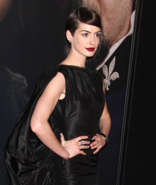 Anne Hathaway w zestawie Toma Forda (FOTO)
