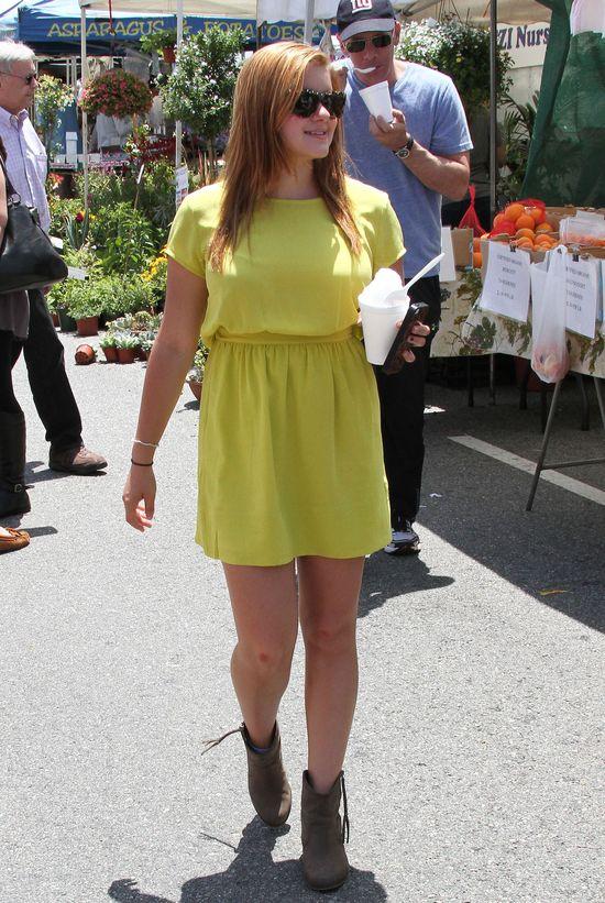 Ariel Winter w żółtej sukience