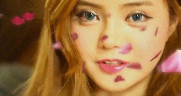 Ta Koreanka zoperowała twarz, by wyglądać jak Miranda Kerr!
