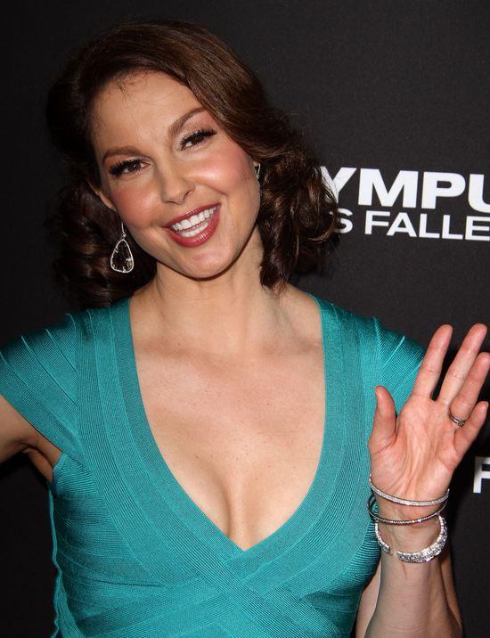 Ashley Judd w bandażowej sukience (FOTO)