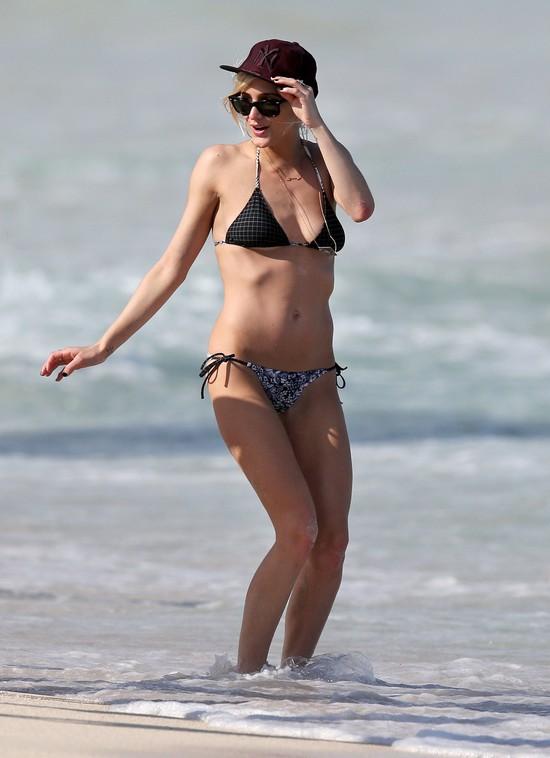 Ashlee Simpson w skąpym bikini (FOTO)