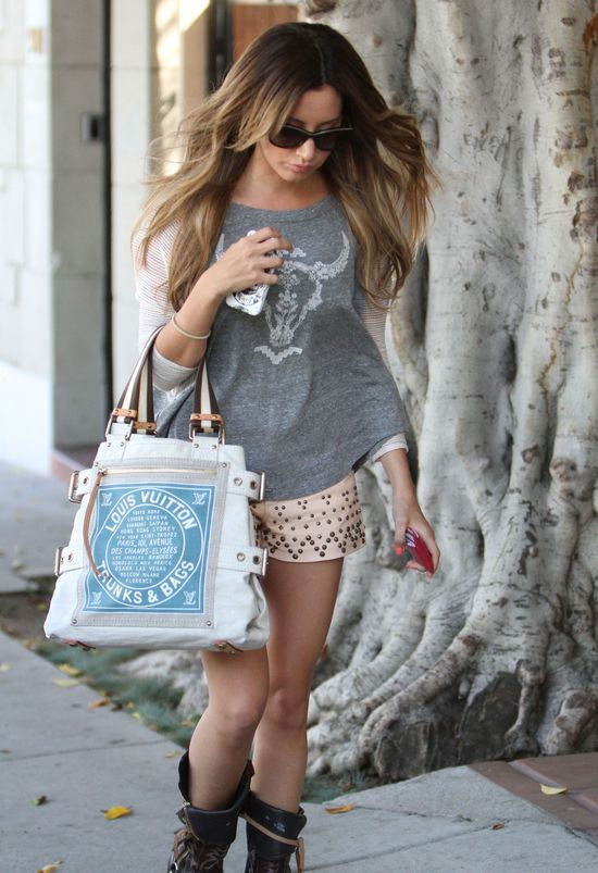 Ashley Tisdale w szortach z nitami