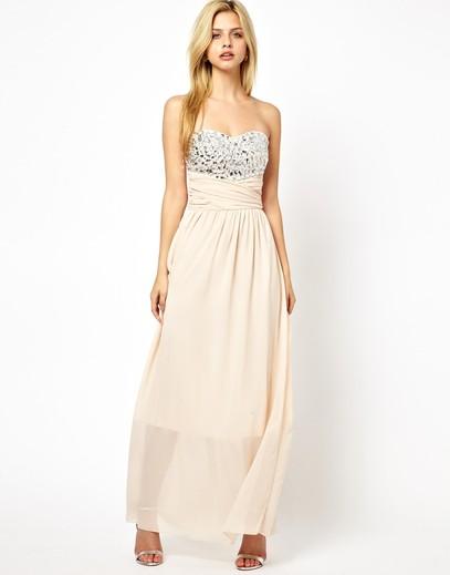 Jaka sukienka na studniówkę? Wersje maksi