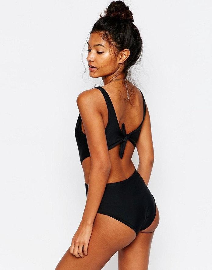 ASOS w kampanii strojów kąpielowych pokazała rozstępy modelek! (FOTO)